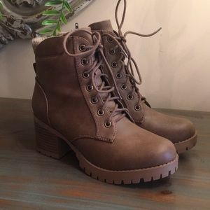 Soda Brand Light Brown Combat Boots in Size 8